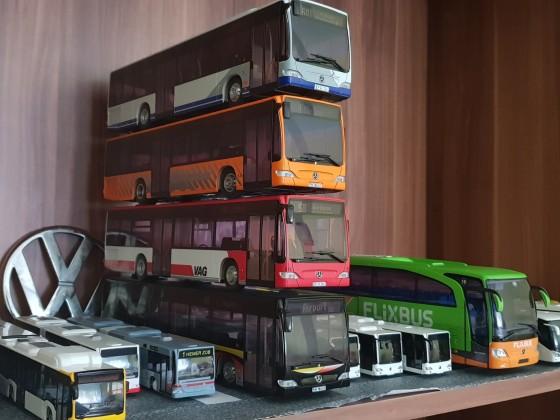 Modelbusse im Maßstab 1:87 und 1:43