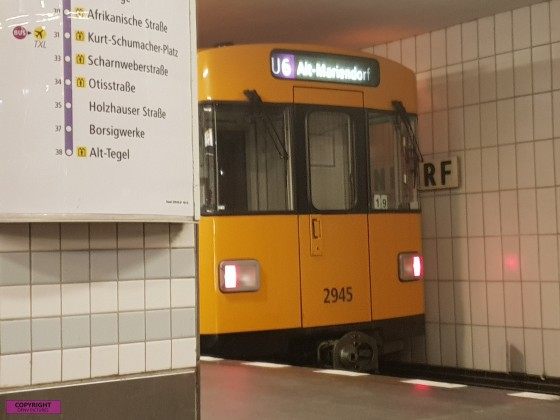 Berliner U-Bahn vom Typ F am U-Bahnhof Alt-Mariendorf [2]