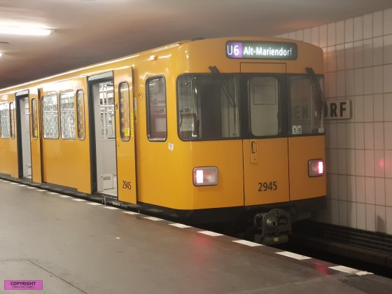Berliner U-Bahn vom Typ F am U-Bahnhof Alt-Mariendorf