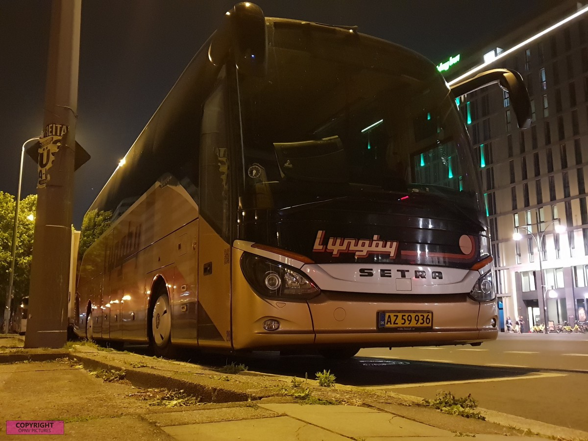 Setra S 516 HD am Holiday Inn Hotel