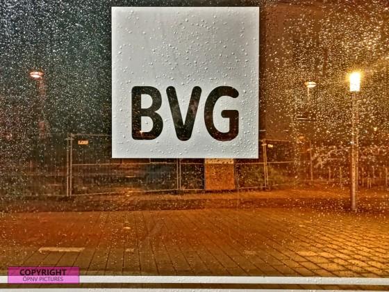 BVG Logo an Tram Haltestelle