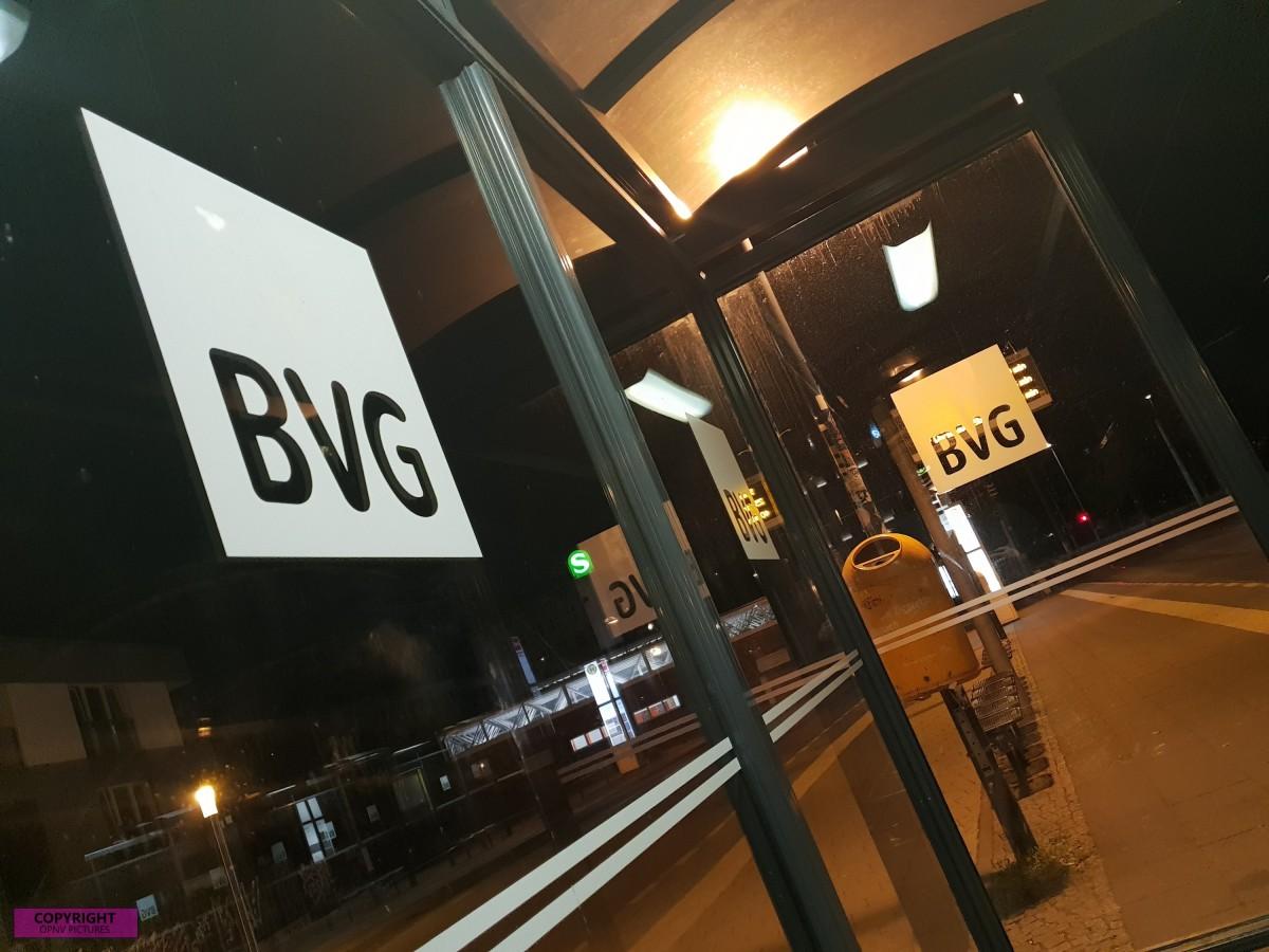 BVG Wartehalle inkl. Logo
