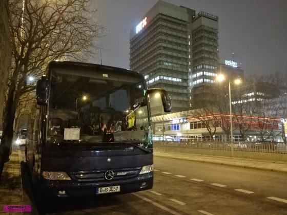 Mercedes Benz Tourismo bei Nacht
